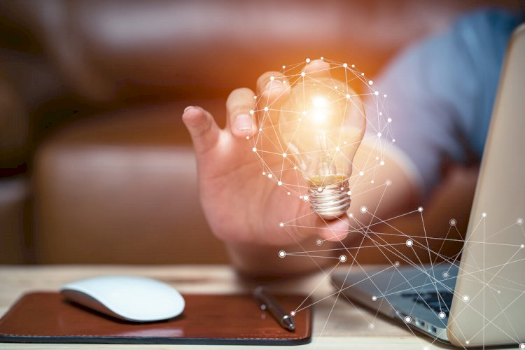 5 Ways Technology Enhances Creativity in the Workplace